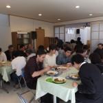 礼拝後の食事風景