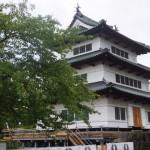 弘前城の上げや工事が始まりました。
