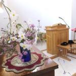 礼拝堂に供えられた花